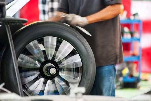 Cân bằng lốp xe