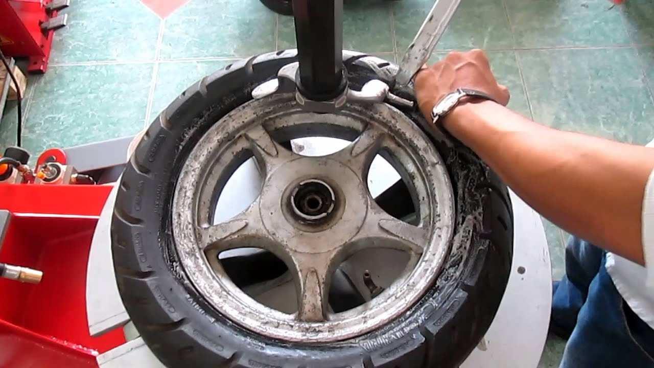 Máy tháo vỏ xe máy