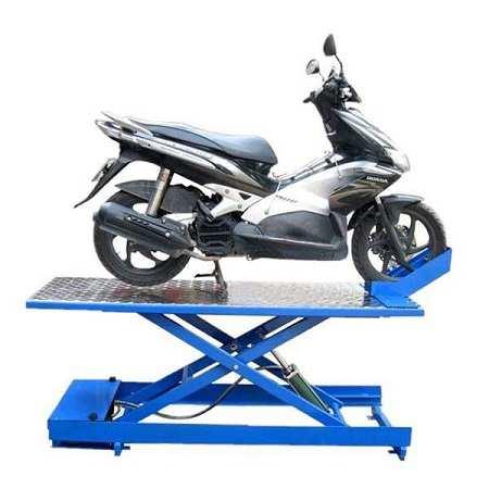 Sử dụng bàn nâng xe máy